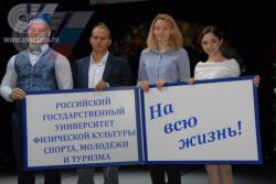 Торжественная церемония передачи студенческого билета от старшекурсников к первокурсникам с участием Билостенного Сергея